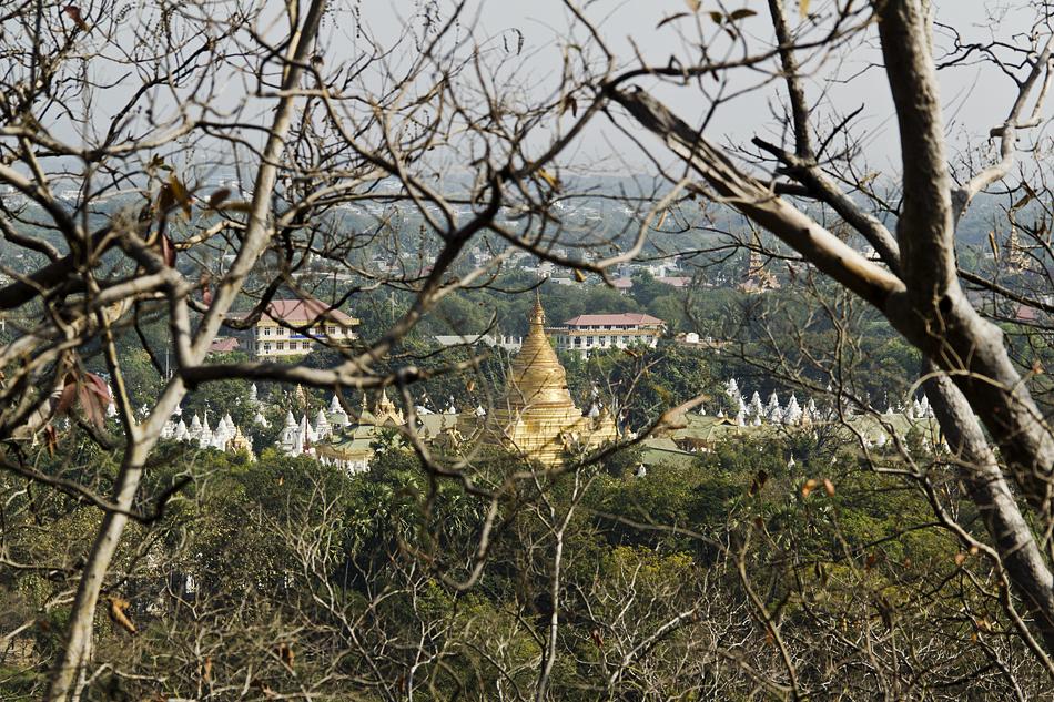 Mandalay, Blick vom Mandalay Hill zur Kuthadow-Pagode