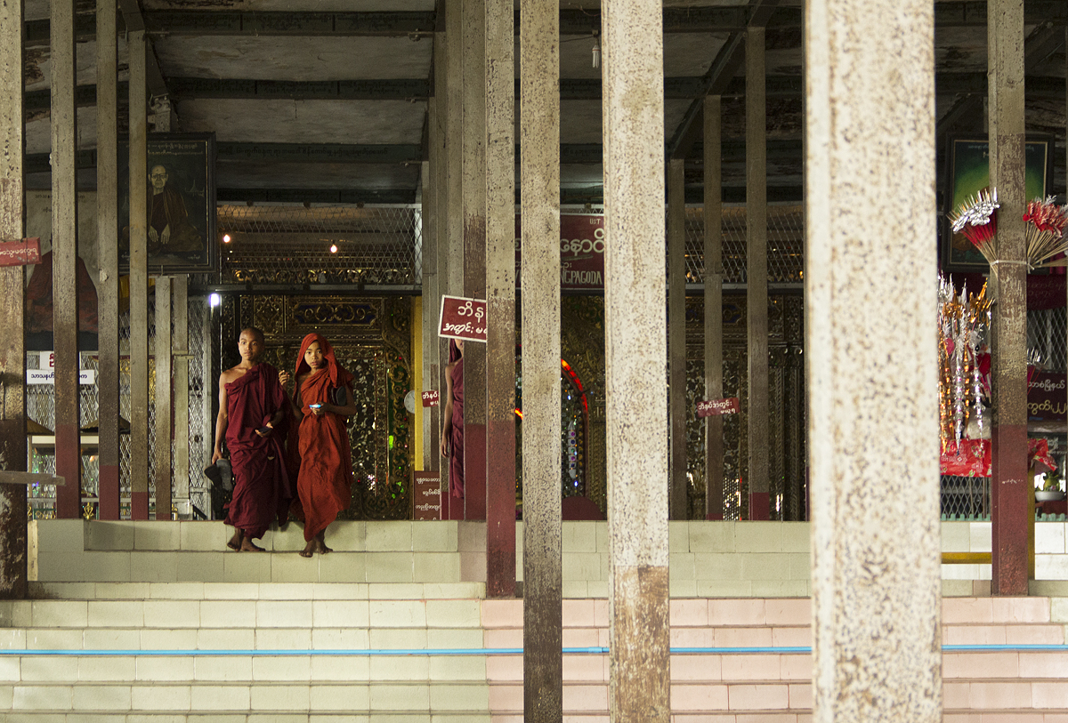 Mandalay, Treppenaufgang zur Two Snake Pagoda