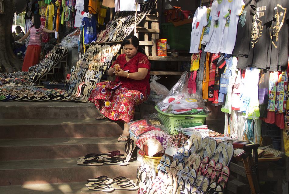 Mandalay, Treppenaufgang am Mandalay Hill