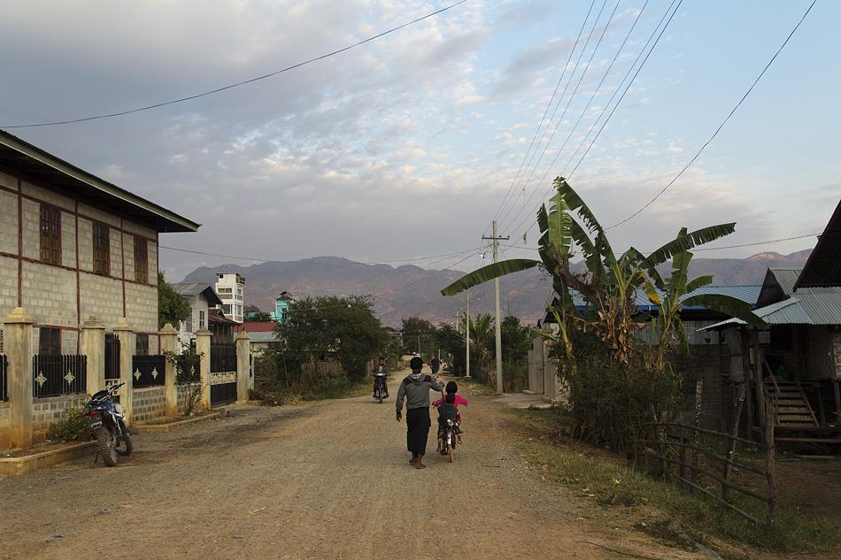 Myanmar, Nyaung Shwe, Abend