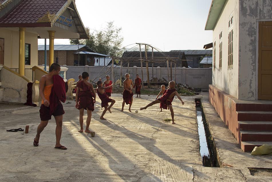 Myanmar, Nyaung Shwe, Shwe-Yan-Bye-Kloster, Mönche