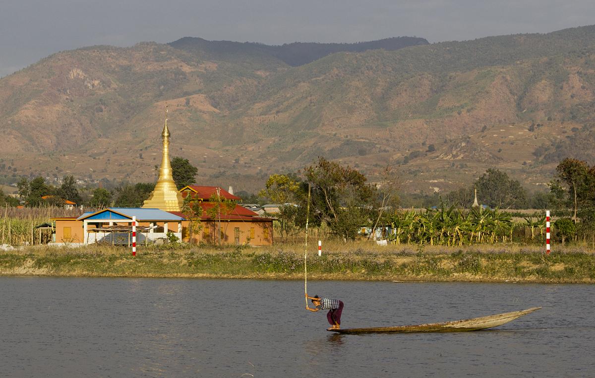 Myanmar, Nyaung Shwe, Thazi Pond