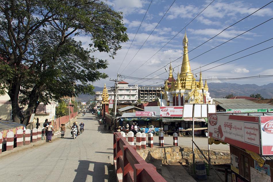 Myanmar, Nyaung Shwe, Verspiegelte Pagode