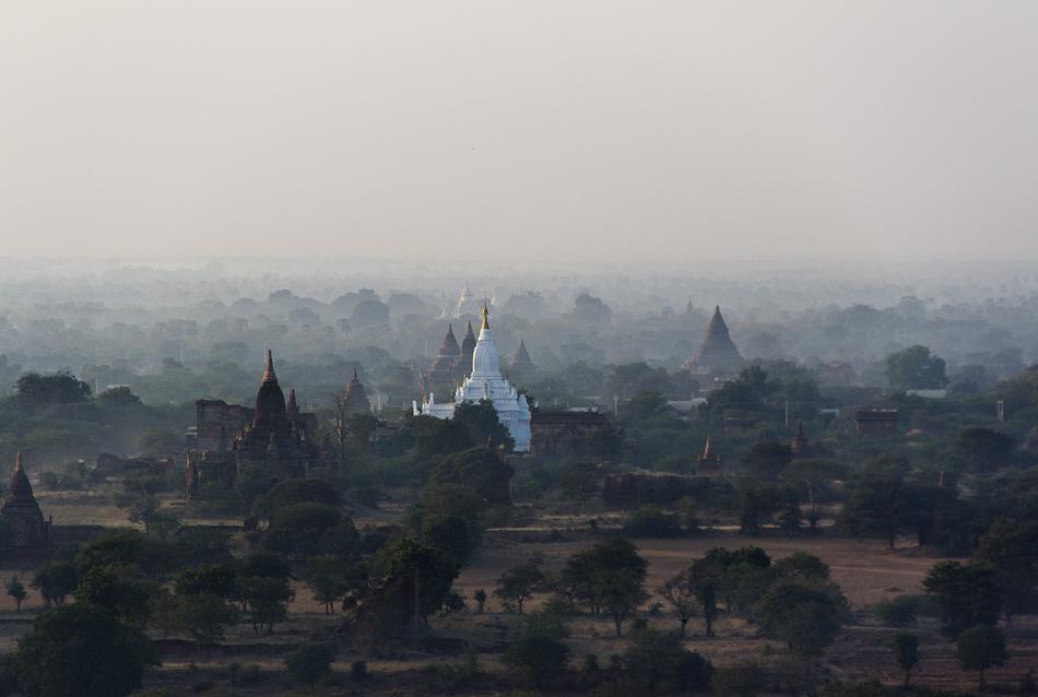 Bagan, Blick vom Nanmyint-Turm nach Süden zum Lemyethna-Tempel