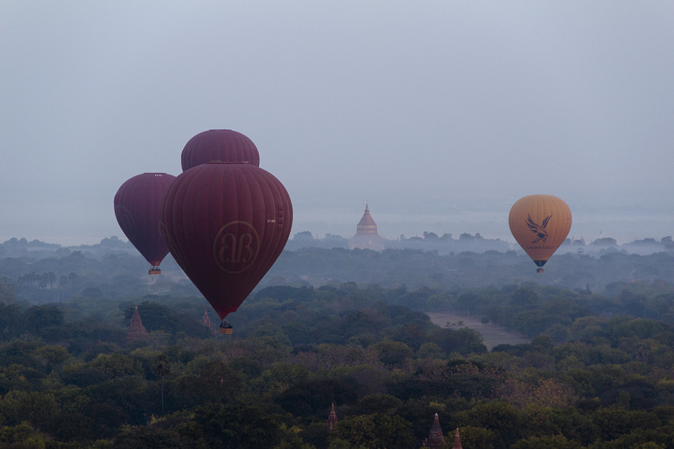 Bagan, Blick vom Nanmyint-Turm nach Norden zur Shwezigon-Pagode