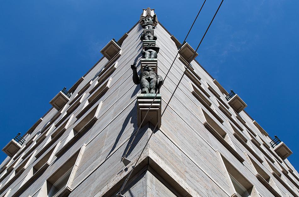 Halle Saale, Ratshof mit Skulpturen von Johannes Baumgärtner nach den Originalen von Gustav Weidanz