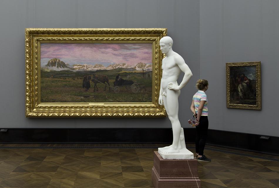 Berlin, Museumsinsel, Alte Nationalgalerie, Giovanni Segantini, Rückkehr zur Heimat; Adolf von Hildebrand, Stehender junger Mann