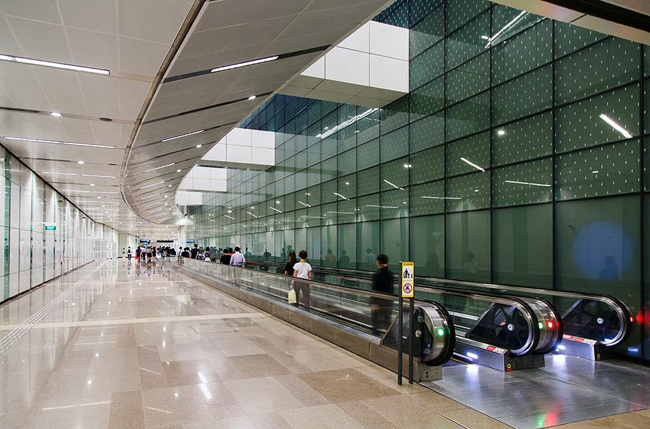 Fabian Fröhlich, Singapore,  MRT Station