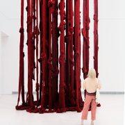Cecilia Vicuña, red, EMST, documenta 14, Athen, Fabian Fröhlich