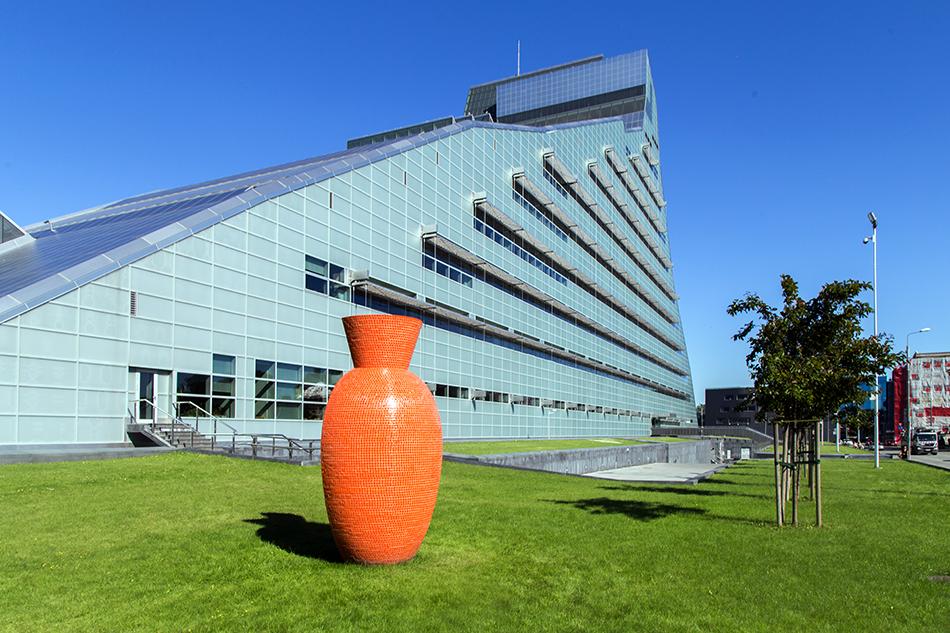 Fabian Fröhlich, Riga, Latvijas Nacionālā bibliotēka, Large Vase by Ojārs Pētersons