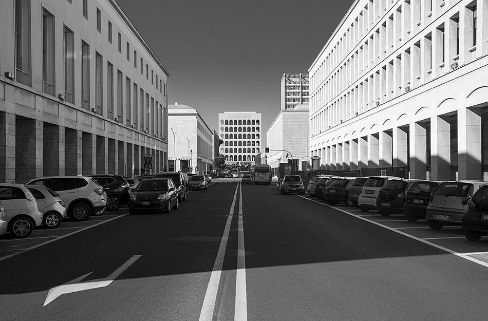 Rom, EUR, Viale della Civiltà del Lavoro and Palazzo della Civiltà Italiana