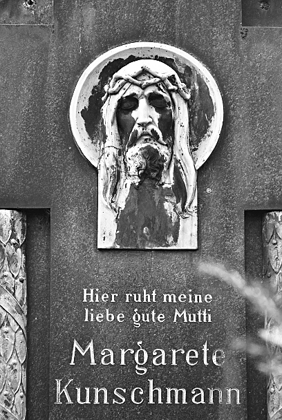 Berlin, St.-Michael-Friedhof, Grabstein