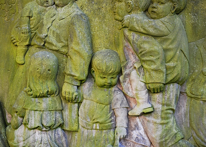 Fabian Fröhlich, Kassel, Vorderer Westen, Kreuzkirche, Relief