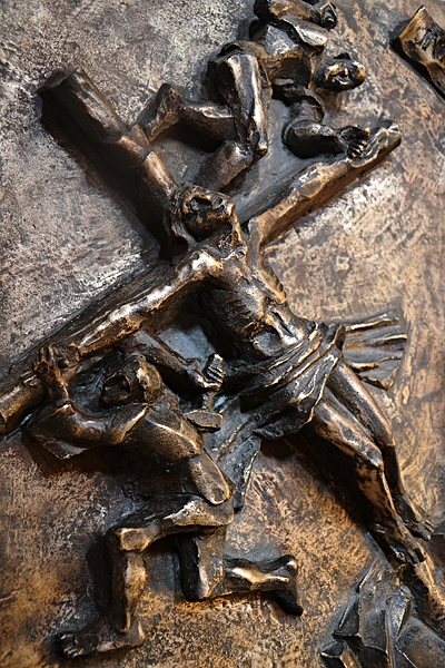 Fabian Fröhlich, Kassel, Vorderer Westen, Rosenkranzkirche, Kreuz, Kirchenfenster