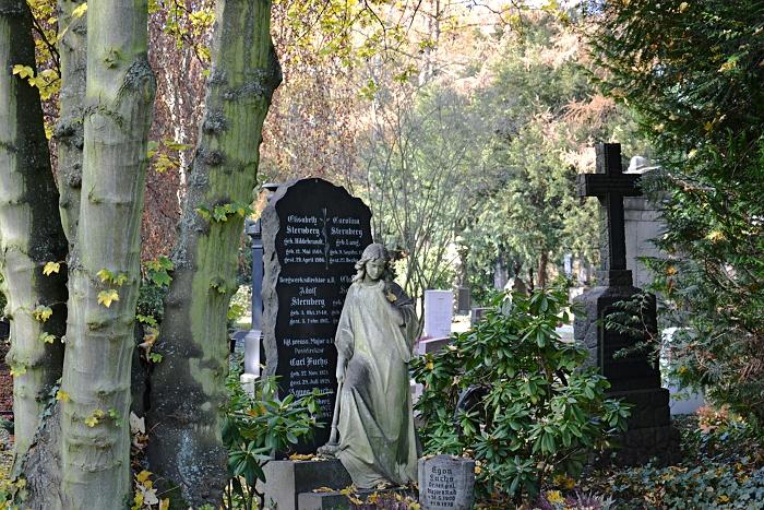Fabian Fröhlich, Kassel, Hauptfriedhof, Fackelträgerin