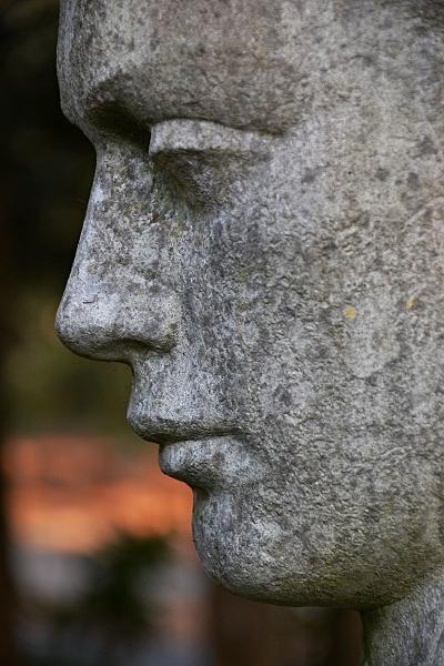 Fabian Fröhlich, Kassel, Hauptfriedhof, Grabfigur