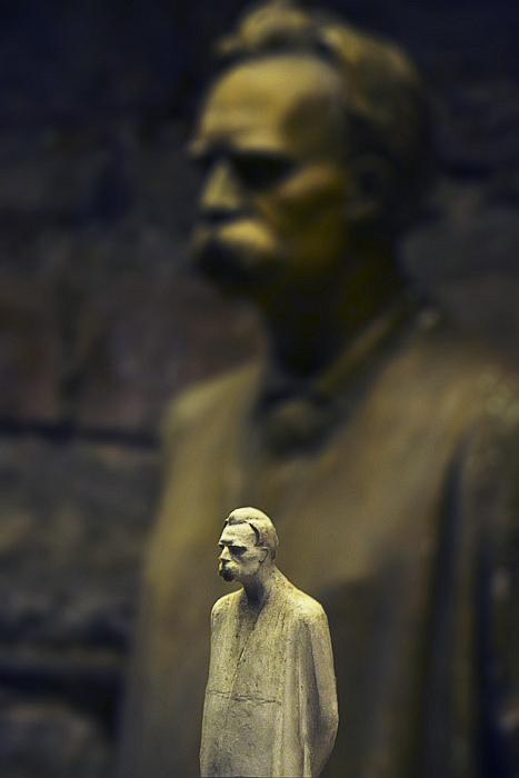 Fabian Fröhlich, Kassel, Museum für Sepulkralkultur, Modell für Nietzsche-Denkmal von Karl Dorndorf