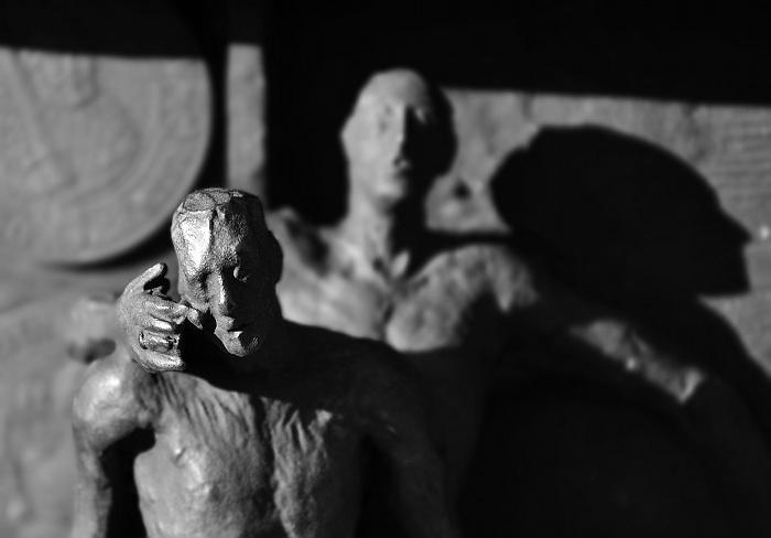 """Fabian Fröhlich, Kassel, Sockel der Statue """"Herkules einen Obelisken tragend"""" von Ivan Theimer"""