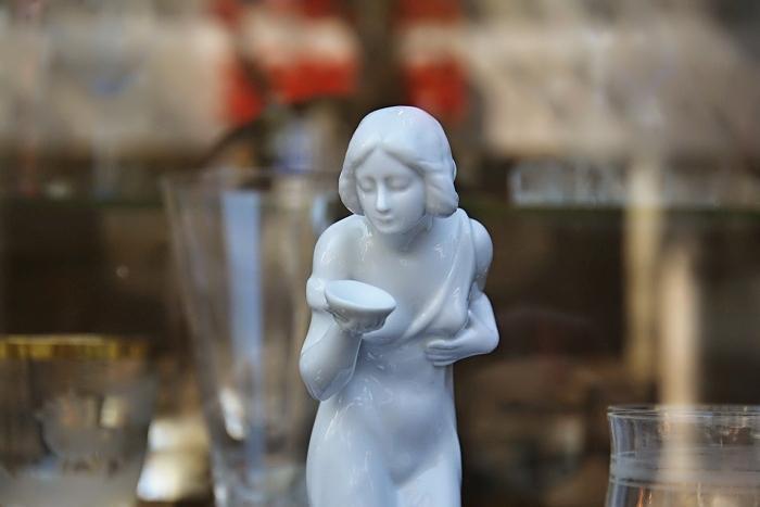 Fabian Fröhlich, Antiquitätenladen, Kassel, Schaufenster, Porzellan