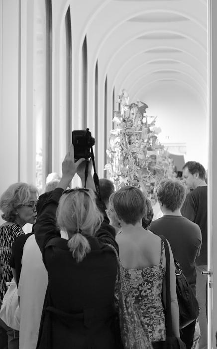 Geoffrey Farmer, Leaves of Grass (Neue Galerie), documenta 13, Besucher, Kassel, Fabian Fröhlich