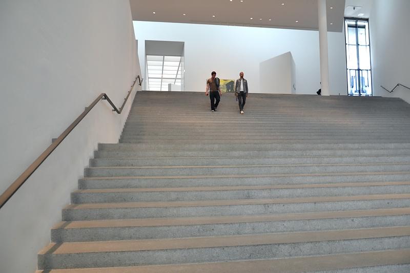München, Pinakothek der Moderne, Treppe, Fabian Fröhlich