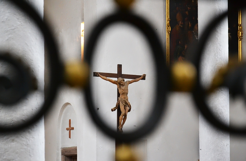 Augsburg, Kruzifix in der Heilig-Kreuz-Kirche