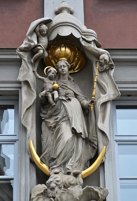 Augsburg, Mondsichel-Madonna