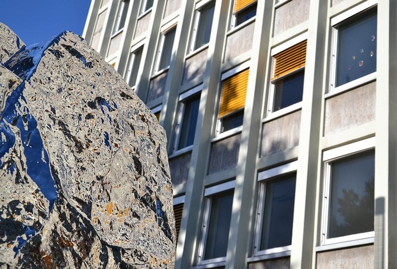 Kassel, Chinesische Kunst, Alles unter dem Himmel gehört allen, EAM-Gebäude, Zhang Wang, Fallender Stein