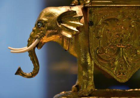 Augsburg, Maximilianmuseum, Uhr in Form eines Elefants von David Haissermann, Fabian Fröhlich