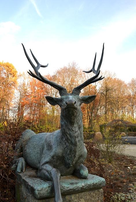 Berlin Tiergarten, Hirsch von Rudolf Siemering, Skulptur, Herbst, Fabian Fröhlich,