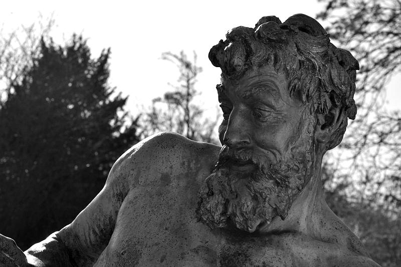 Kreuzberg, Viktoriapark, Der seltene Fang von Ernst Herter