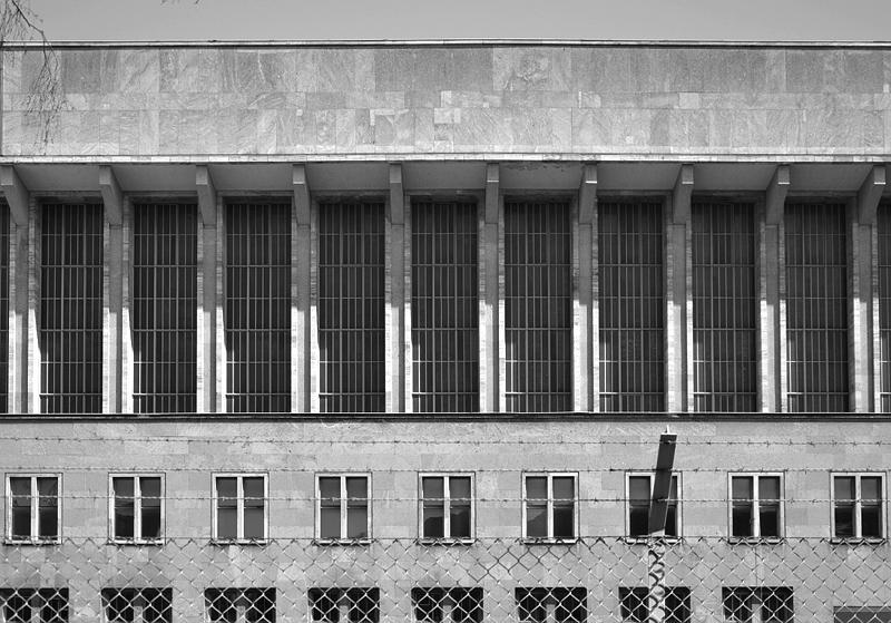 Flughafen Tempelhof, Bogen Fassade