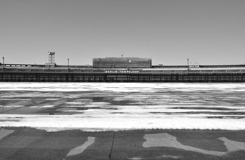 Flughafen Tempelhof, Abfertigungsgebäude