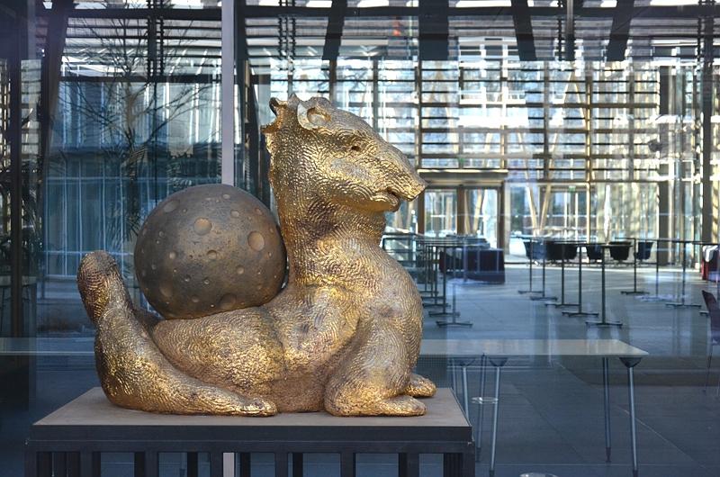 Berlin, Hund II von Thomas Schütte in der Vertretung des Landes Nordrhein-Westfalen