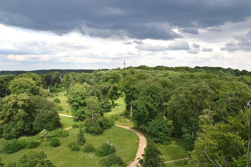 Park Babelsberg, Blick vom Flatowturm auf den Fernmeldeturm Berlin-Schäferberg