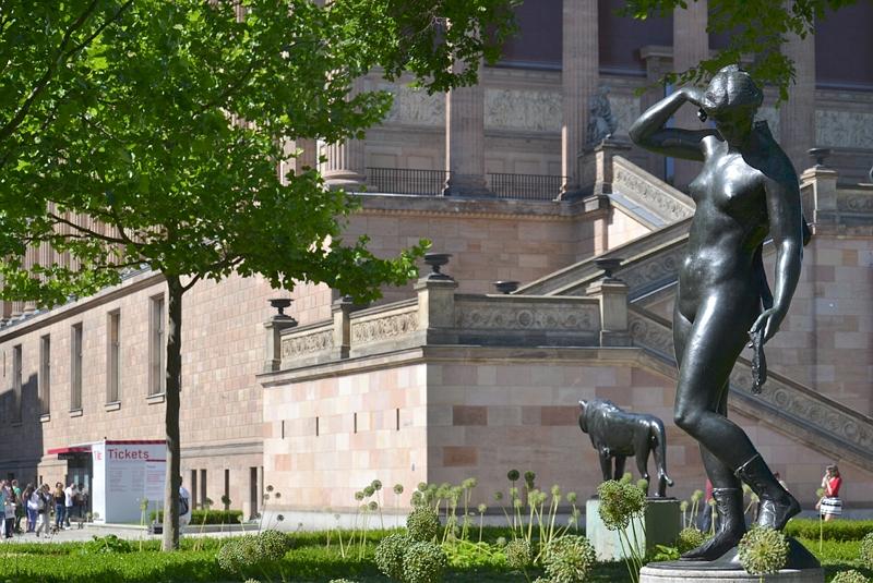 Alte Nationalgalerie Diana von Reinhold Felderhoff im Kolonnadenhof
