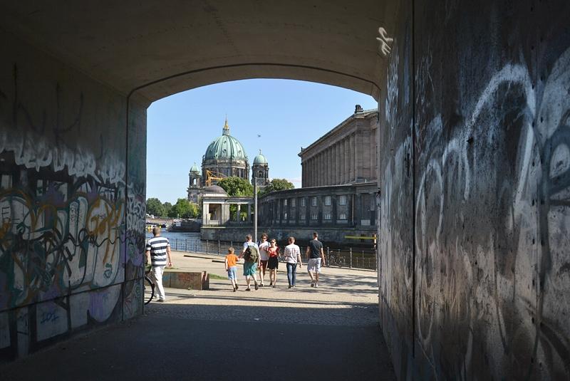 Fußgänger Tunnel an der Museumsinsel, Berliner Dom