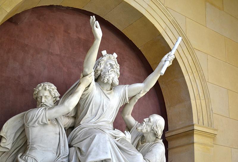 Potsdam, Moses im Gebet von Christian Daniel Rauch im Innenhof der Friedenskirche