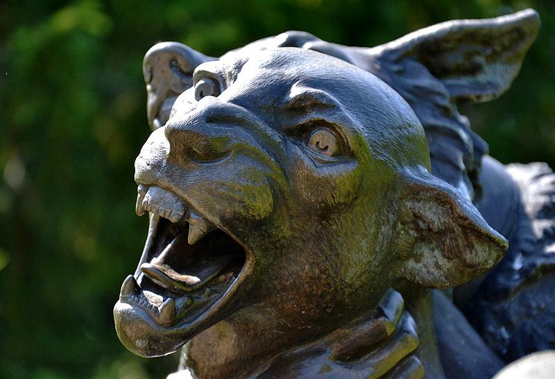 Park Sanssouci, Schäfer im Kampf mit einem Panther von Ernst Moritz Geyger (Nachguss) im Sizilianischen Garten