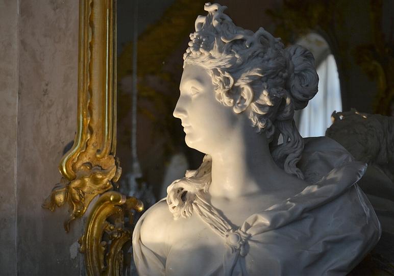 Büste der Amphitrite von Lambert Sigismund Adam in Schloss Sanssoucci