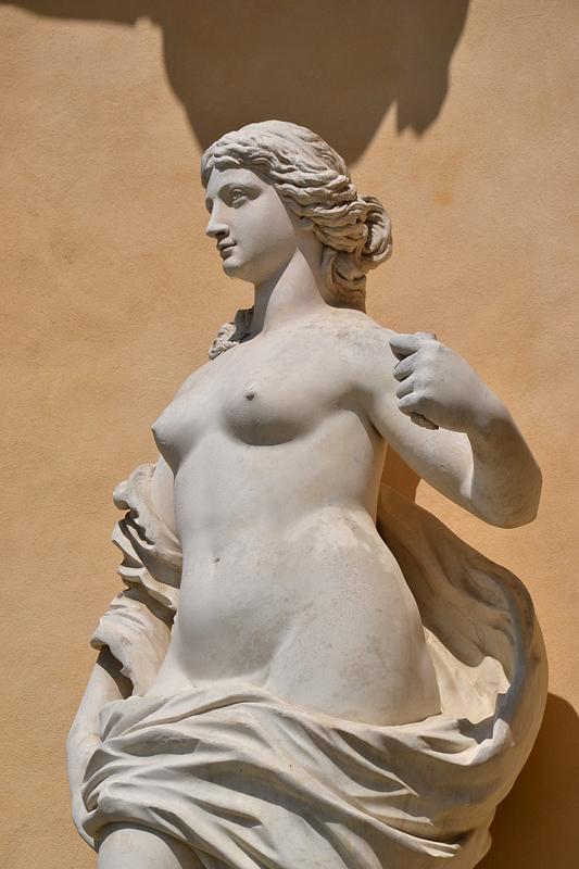 Allegorie der Wahrheit in der Kunst von Giuseppe Girola an der Bildergalerie
