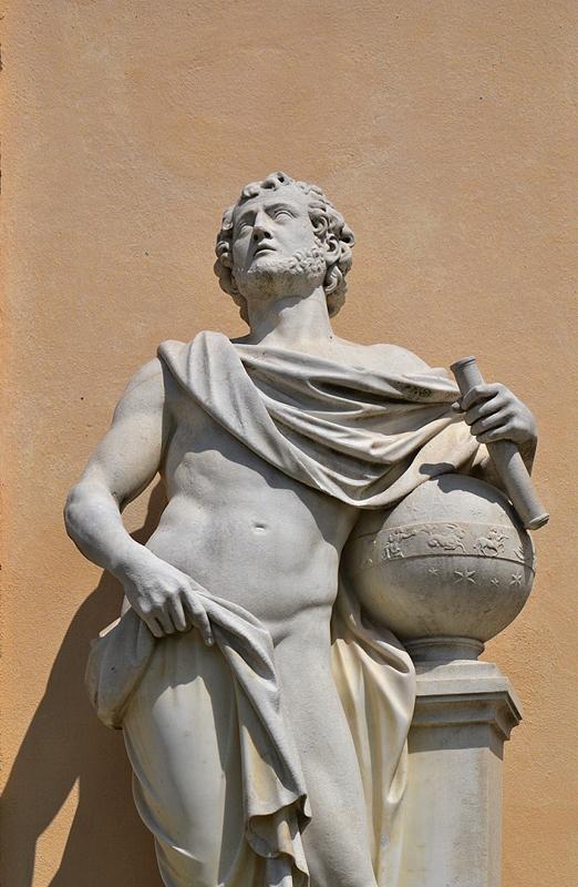 Sanssouci, Allegorie der Geographie von Johann Peter Benckert an der Bildergalerie