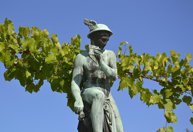 Sanssouci, Merkur von Rudolf Schadow nach Antonio Canova am Schloss Charlottenhof
