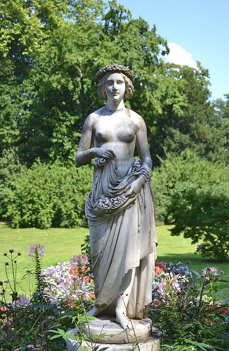 Park Sanssouci, Flora von Albert Wolff im Marlygarten