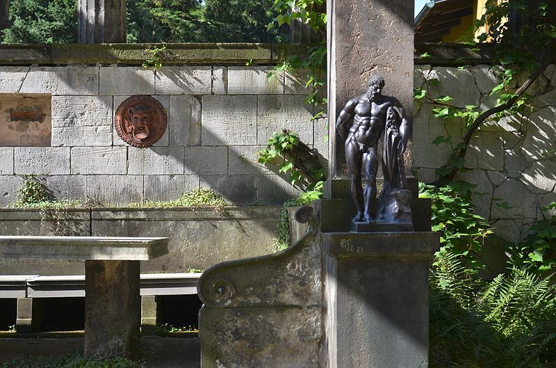 Park Sanssouci, Römische Bäder, Herkules Farnese