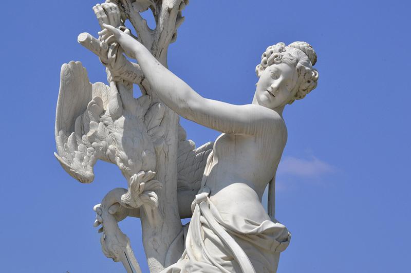 Sanssouci, Allegorie der Luft von Lambert Sigisbert Adam (Kopie von Andreas Klein) am Französischen Rondel