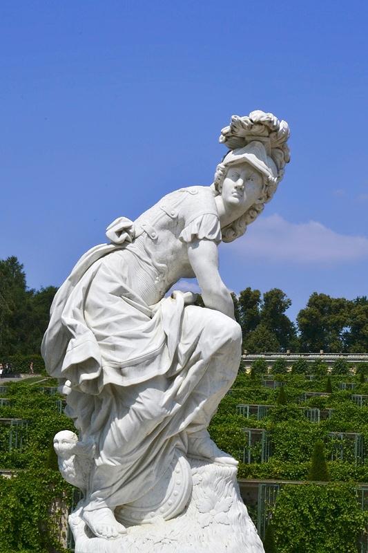 Sanssouci, Minerva von Francois Gaspard Adam (Kopie von Peter Flade) am Französischen Rondell