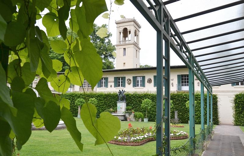 Schloss Glienicke, Gartenhof
