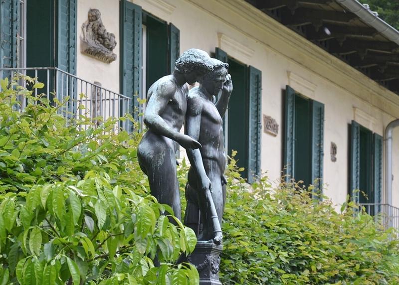 Schloss Glienicke, Ildefonso-Gruppe im Gartenhof