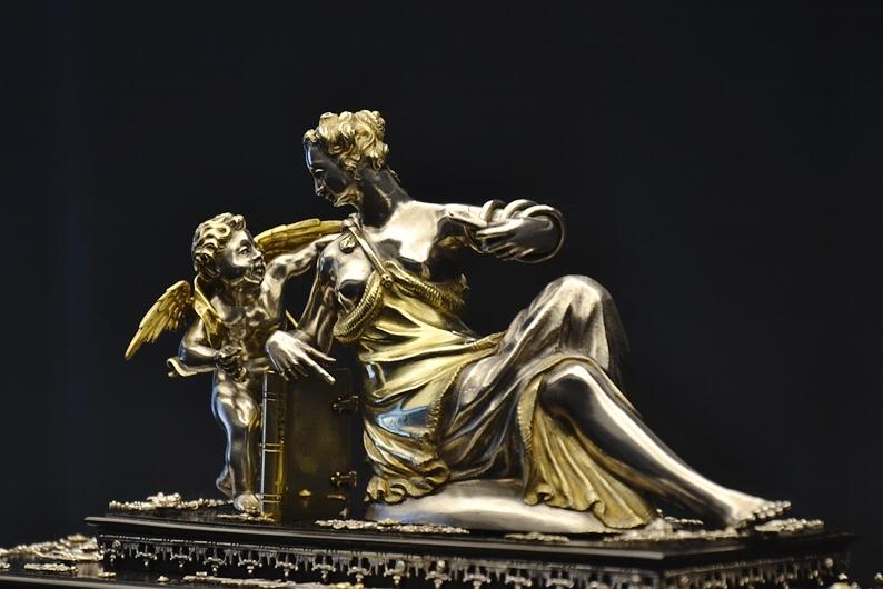 Museum Schloss Köpenick, Venus und Cupido auf einem Augsburger Kabinettschrank